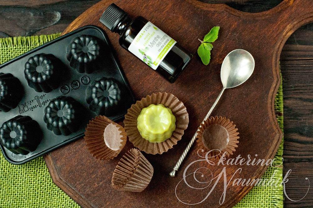 Готовый мятный шоколад с зелёным чаем можно хранить в холодильнике в течение недели