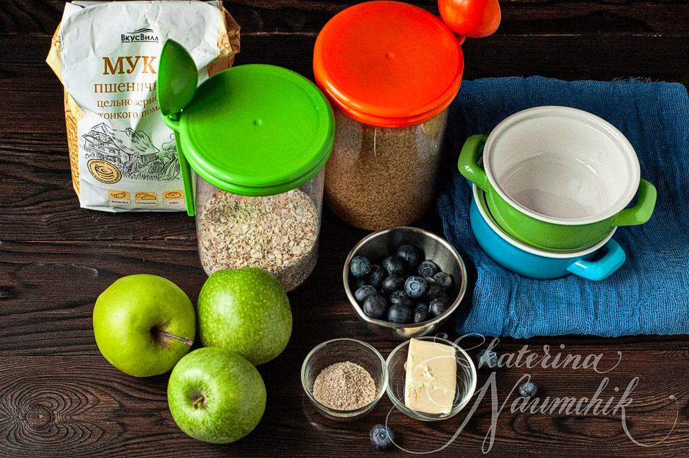 Ингредиенты для яблочного крамбла с голубикой